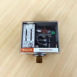 Pressure Controller ยี่ห้อ HONEYWELL รุ่น L404A 1370