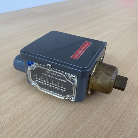 Pressure Controller - YAMATAKE HONEYWELL รุ่น L91B 1316
